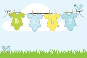 Ropa de bebé tendida