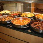 Platos de temporada en el buffet del Vilar Rural Sant Hilari Sacalm