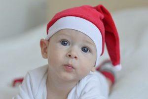 Bebé con gorro de Navidad